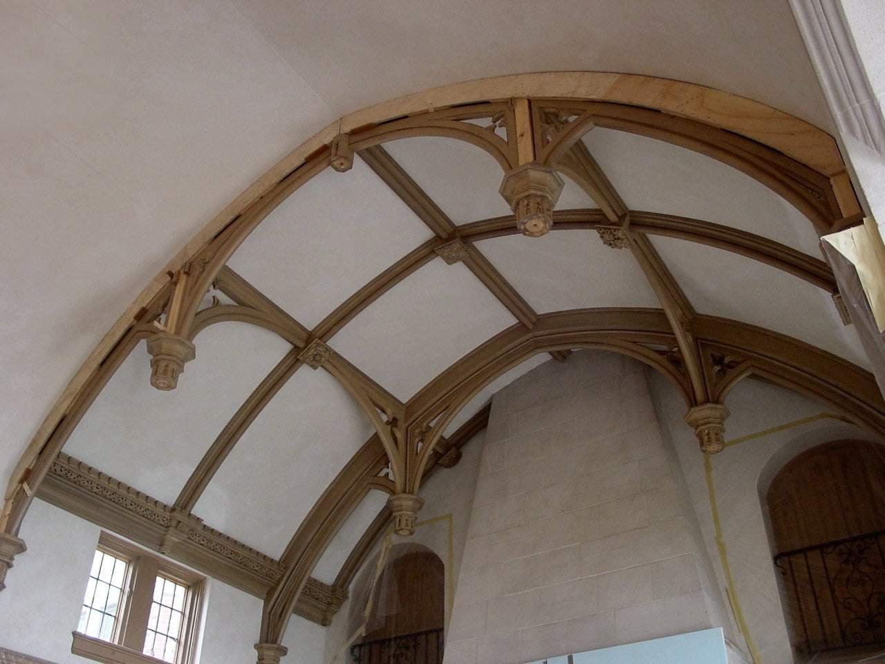 Installation of solid oak trusses for a ceiling in the USA