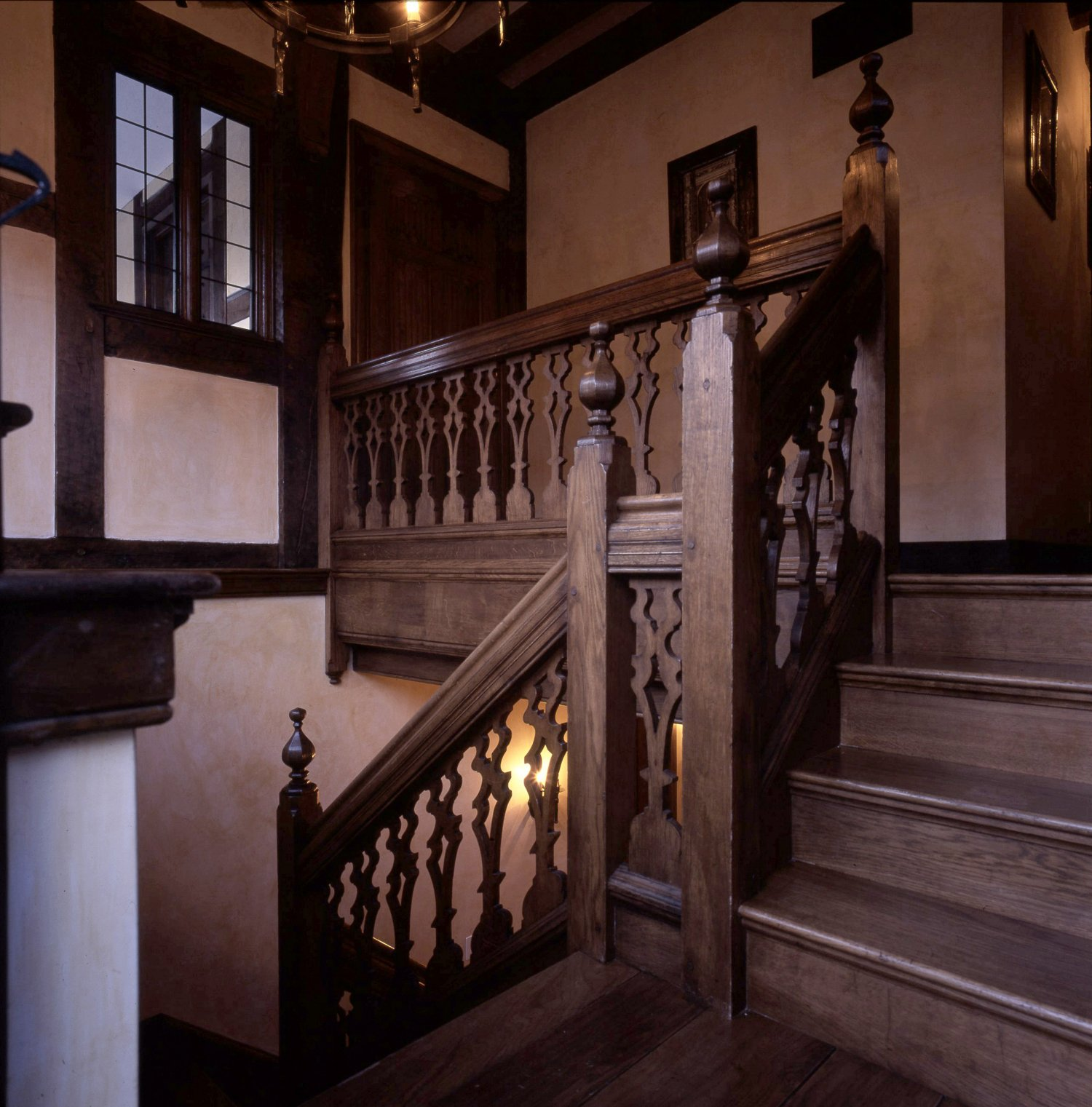 Oak staircase featuring pierced splat balusters