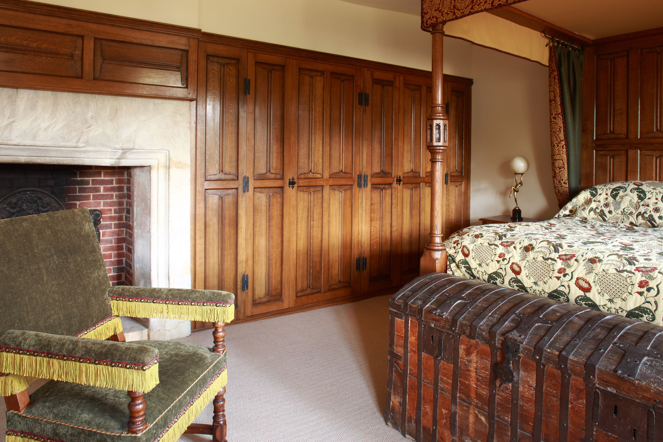 Parchemin panelled wardrobes and furniture for the Master Bedroom