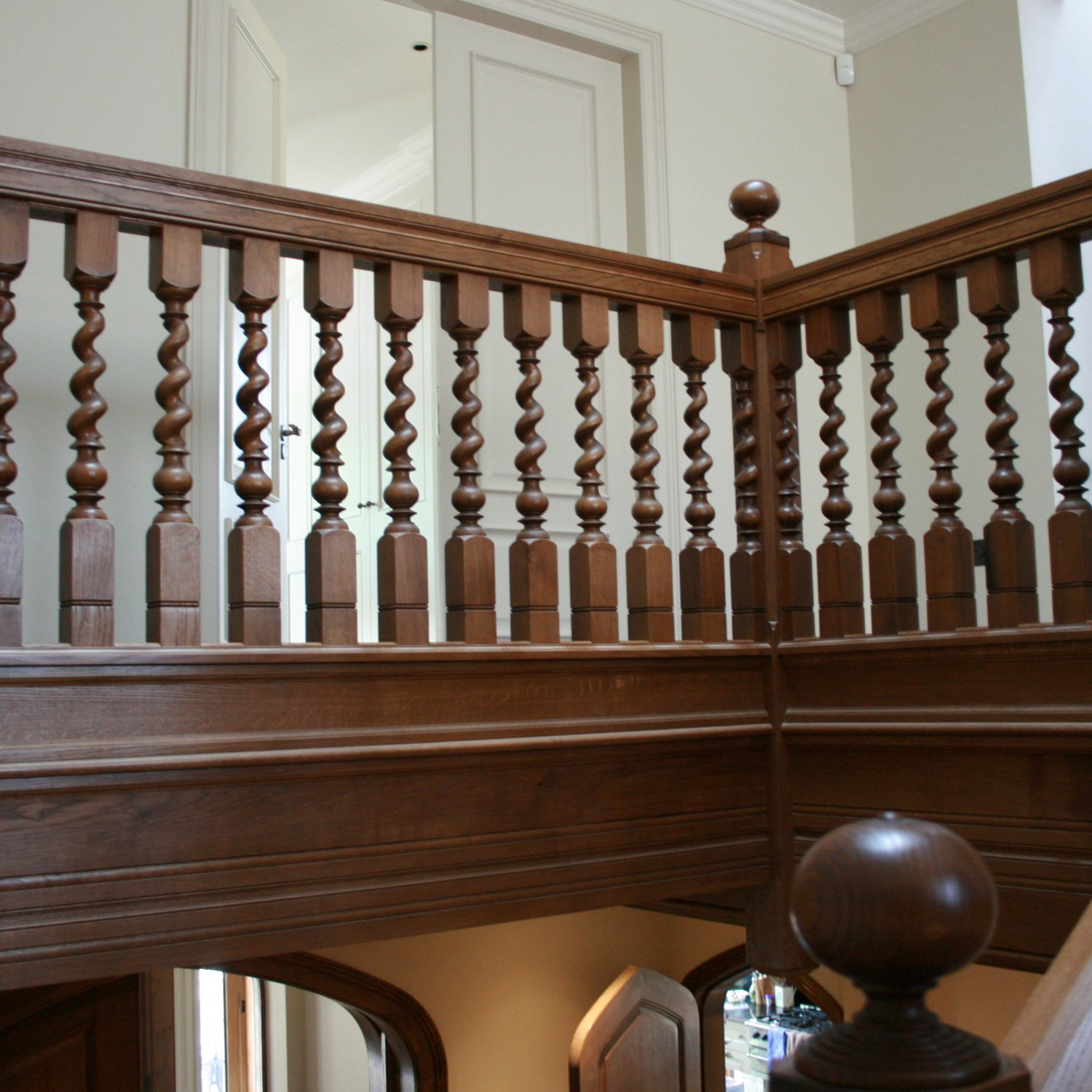Solid oak staircase with barley-twist balusters