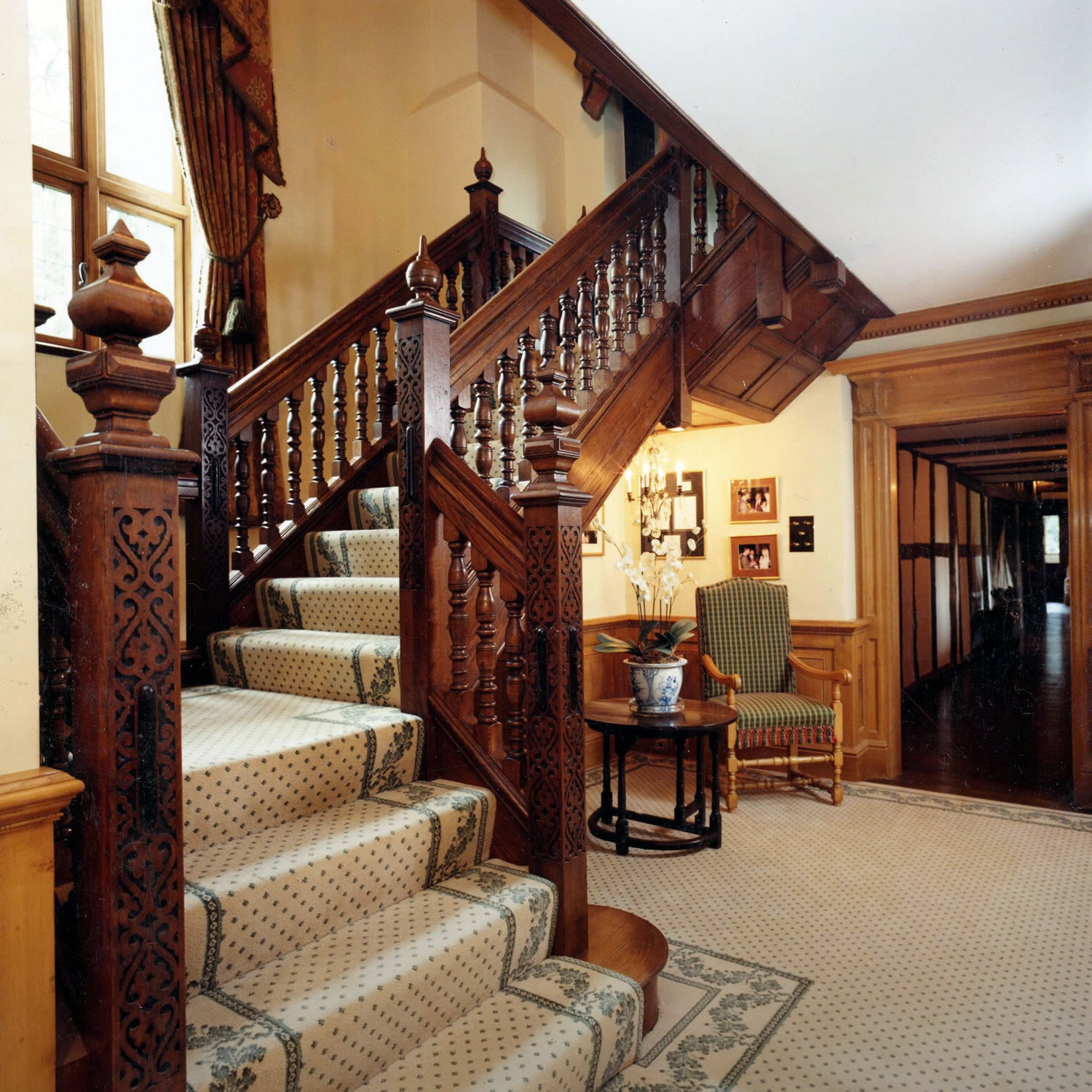 C16th style solid oak staircase for a private home in Berkshire